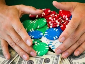 lot of similarities between Texas Holdem Poker and the world of online casinos